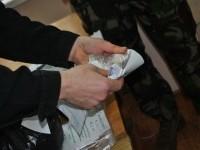 Полицейские задержали дилера, который прятал килограмм гашиша в штанах